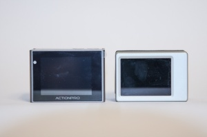 Die Displays von Actionpro X7 und GoPro Hero3 Black Edition